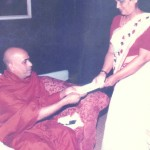Venerable Elle Gunawansa Thero handing over the request to the former president Chandrika Bandaranaike Kumaratunga petitioning to include History in the school syllabus